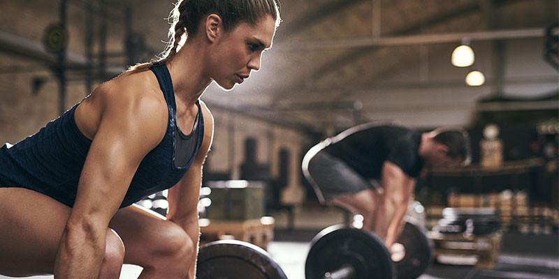 Estirar antes de entrenar puede aminorar la fuerza (iStock)