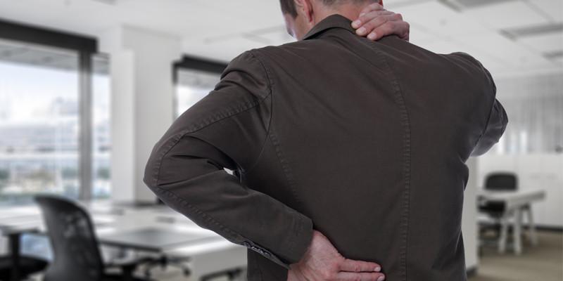 El dolor cervical se puede evitar si mantenemos el cuello y la cabeza rectos. (iStock)