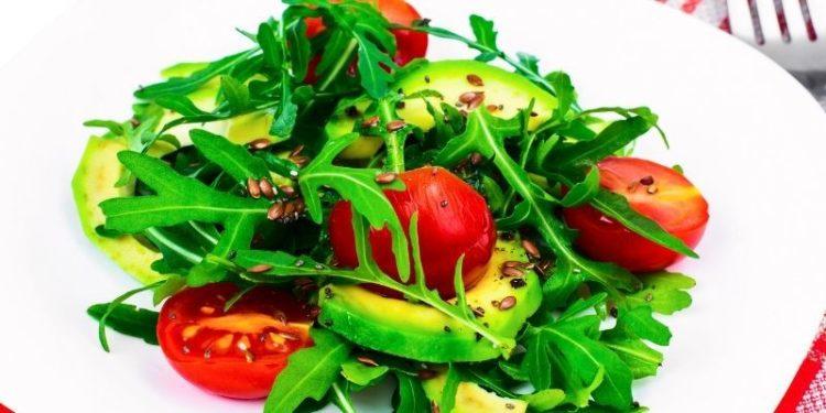 Ensalada de aguacate y tomate (Istock)
