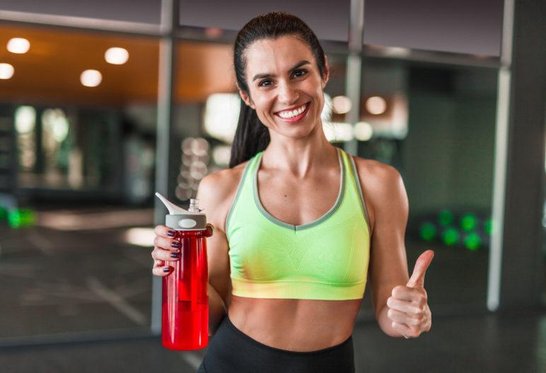 Apuesta por prendas cómodas y con estilo para ir al gimnasio y ponerte en forma (iStock).