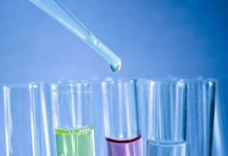 En el análisis del agua siempre será importante tener en cuenta su coloración (Pixabay)